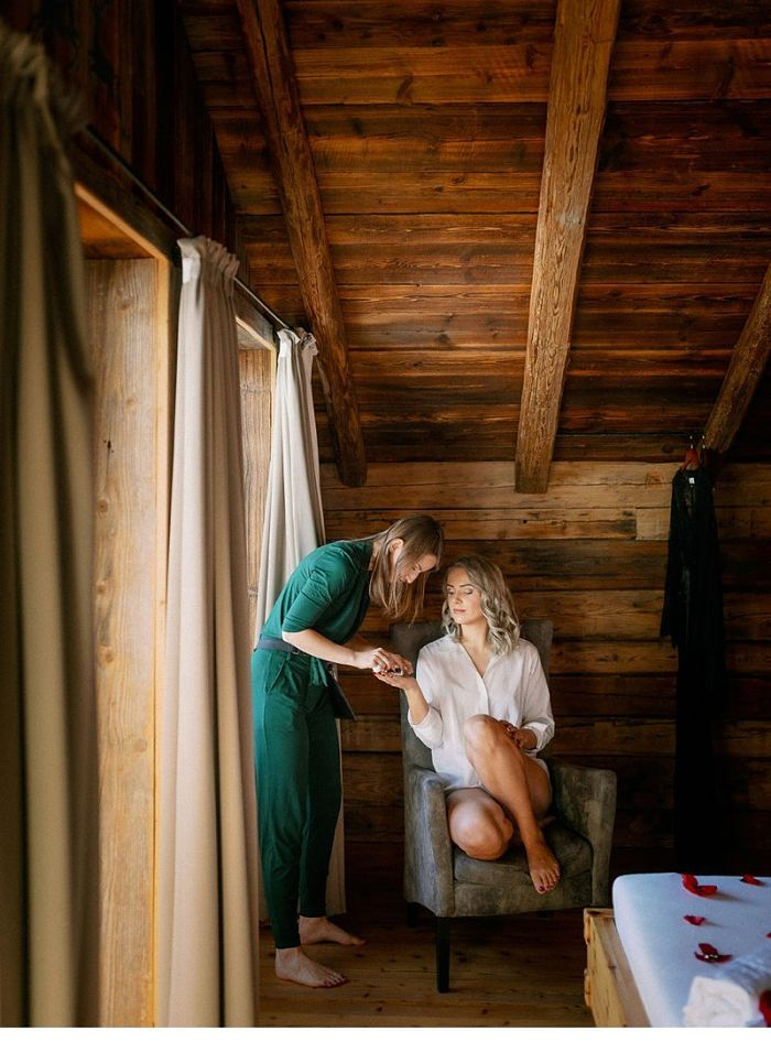 Vanessa and Dennis' Snowy but Cosy Wedding in the Salzburg Mountains - Perfect Venue