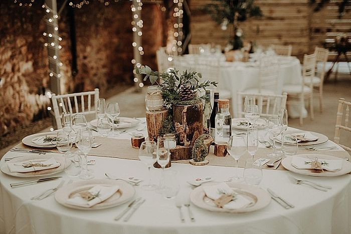 Aimee and Mark's Authentic Autumnal Wedding in a Renovated Cowshed in Scotland - Perfect Venue