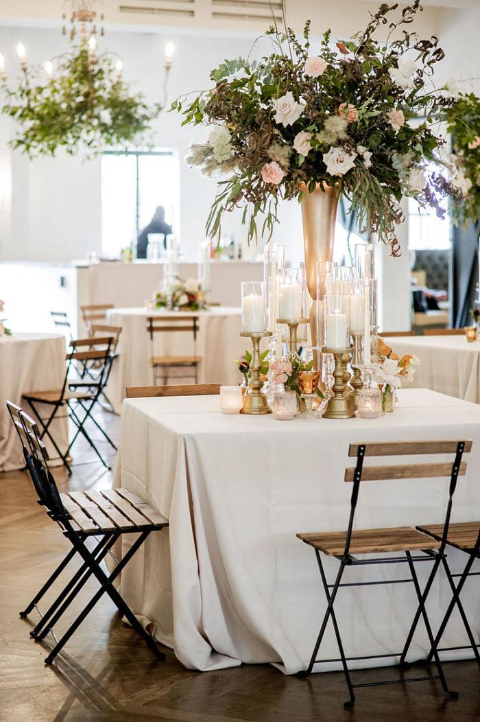 La boda de Rachel y Khary en Il Mercato con un amigo peludo portador del anillo: lugar perfecto