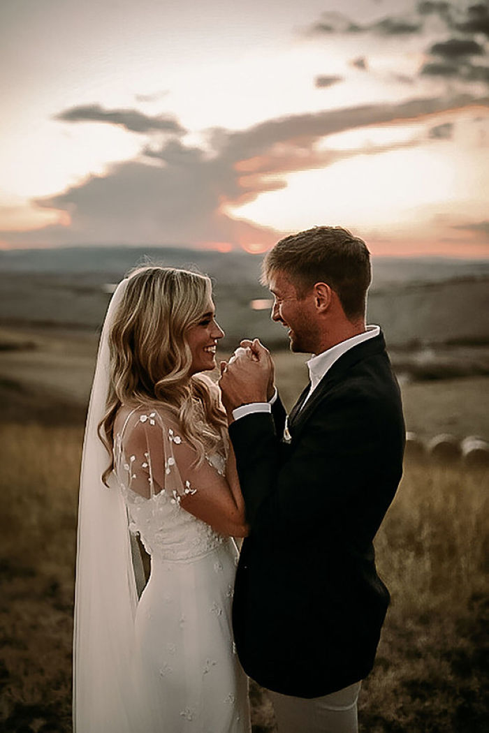 Katie and Johnnie's Sunset Elopement in Val d'Orcia, Tuscany - Perfect Venue